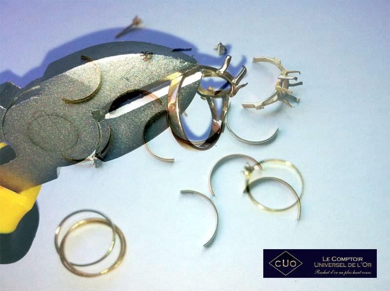 Pourquoi cassez vous les bijoux en or et argent avant leur - Comptoir universel de l or ...